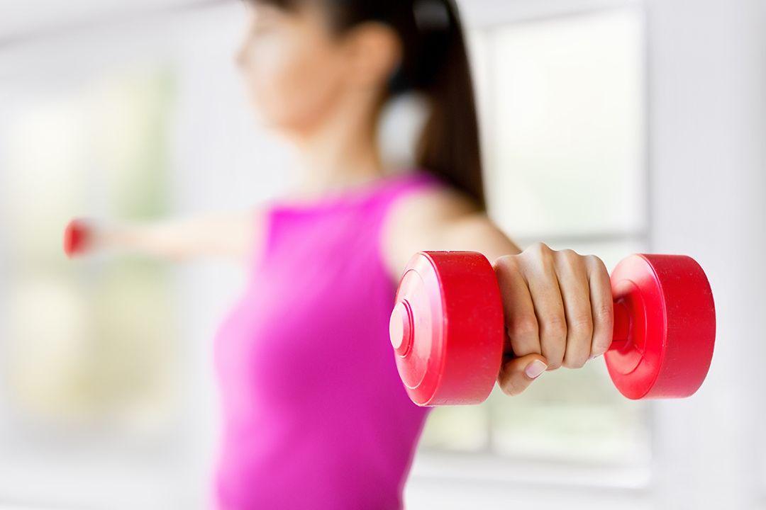 olahraga ringan selama puasa - angkat beban